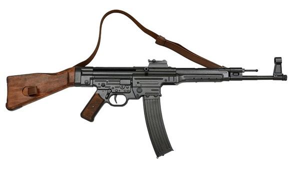 """MP44 """"Fusil StG44"""" géppisztoly bőr szíjjal, 100-125"""