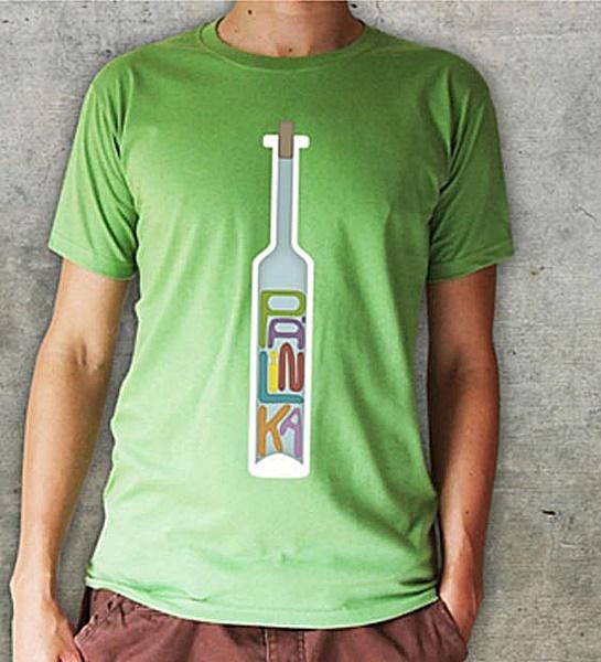 pálinkás üveg mintázatú férfi póló, kivi