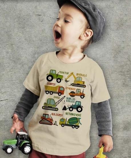 Munkagépek mintázatú gyerek póló, homok