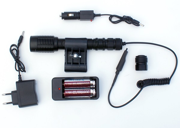 Akkumulátoros fegyverlámpa, 20 cm-es
