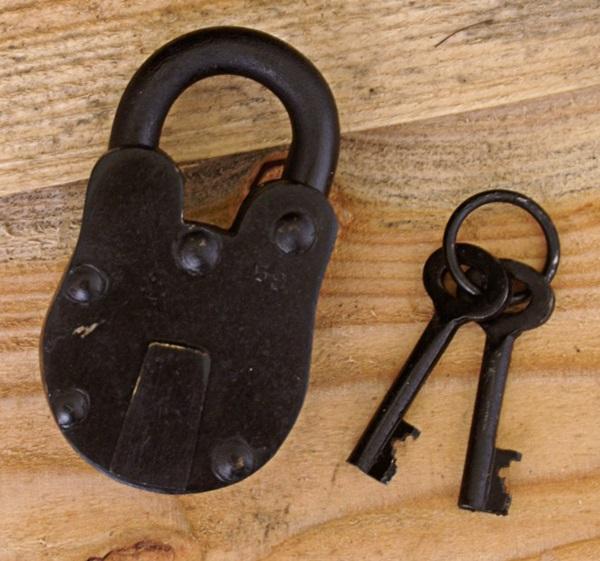 Kovácsolt lakat 2 db kulccsal, 1916805150