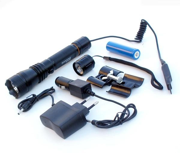 Akkumulátoros fegyverlámpa, 17 cm-es